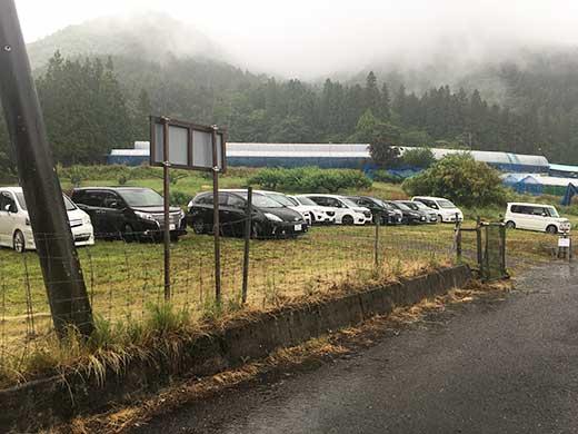 山の果樹園駐車場